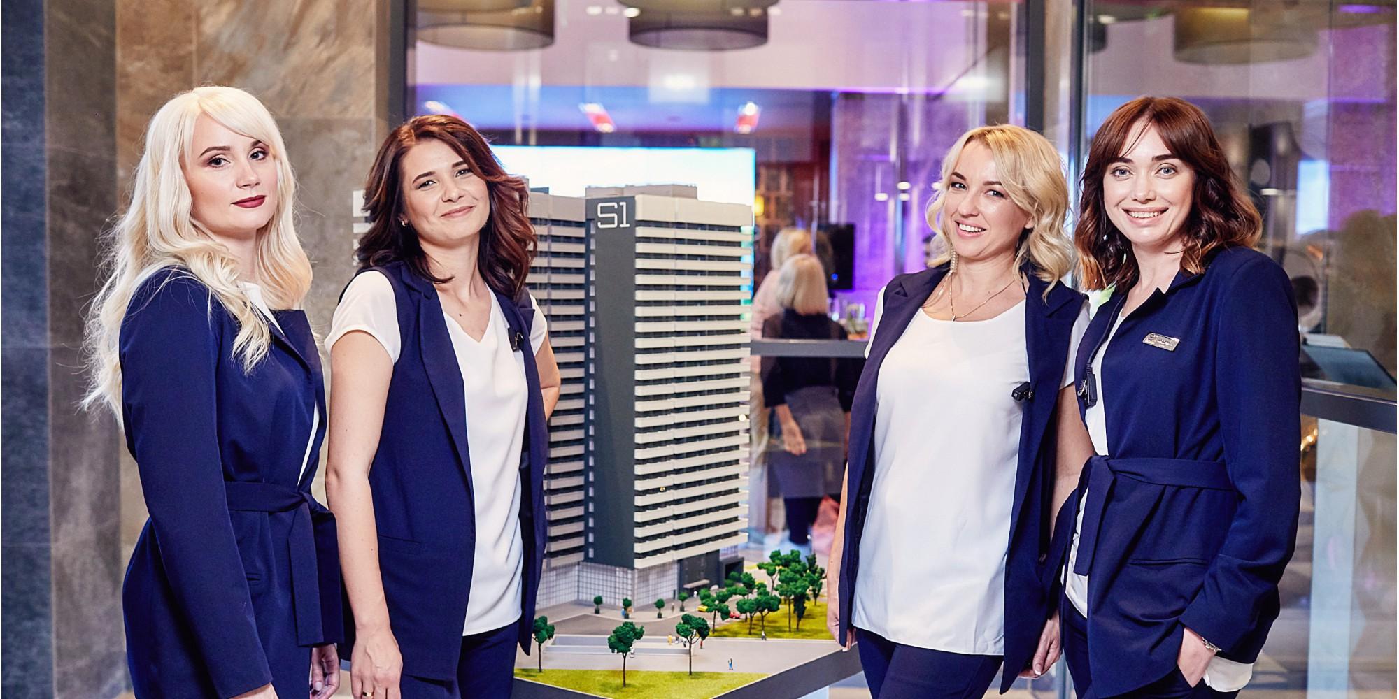 .משרד המכירות של סטנדרט החיים החדשים BURO S1